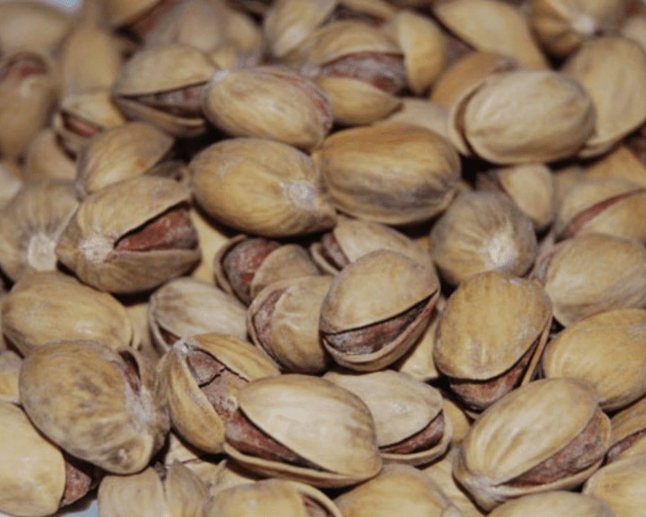 Muchos pistachos amontonados